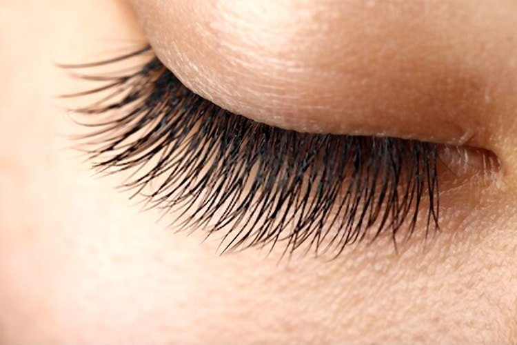 How do eyelash serums work?